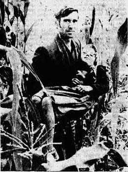 Силована српска девојчица 9 година из Житиње код Витине на рукама оца Стојана Перића 1983. г..jpg