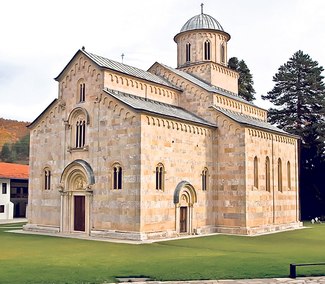 A Pilgrimage to Kosovo Today – An inspiring pilgrimage report by a nun Natalia of Holy Cross Skete with impressions from her visit to the Serbian Orthodox shrines of Kosovo i Metohija, 1996.