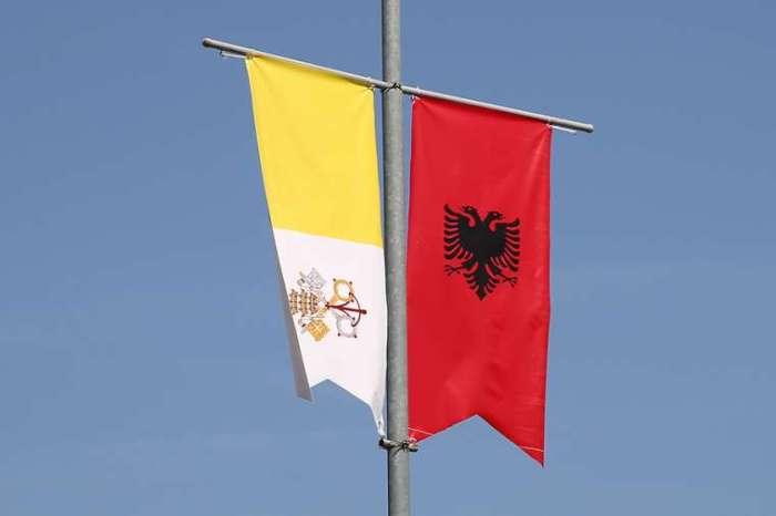 Albania_prepares_for_Pope_Francis_September_21_papal_visit_Credit_Daniel_Ib__ez_CNA_CNA_9_19_14 (1)